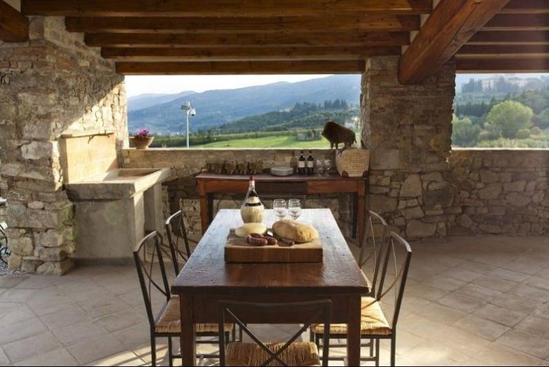 Location de vacances - Villa à San Donato In Collina - Terrasse couverte avec BBQ