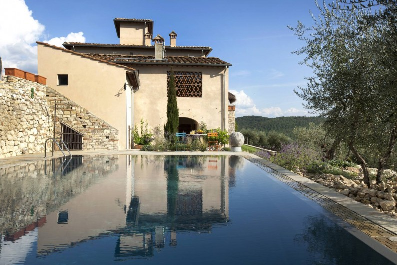 Location de vacances - Villa à San Donato In Collina - Vue de la maison depuis la piscine