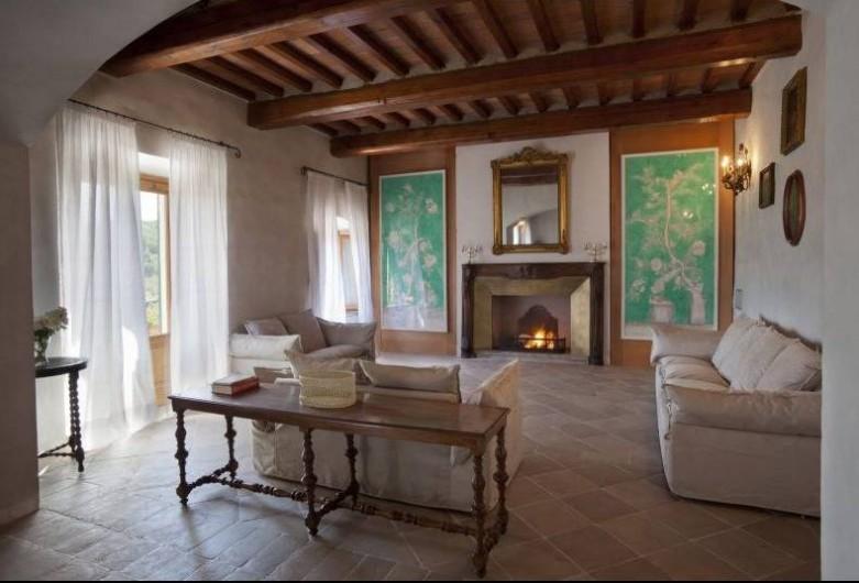 Location de vacances - Villa à San Donato In Collina - Salon avec cheminée ouverte