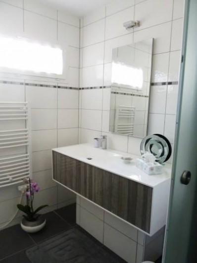 Location de vacances - Chambre d'hôtes à Rouvres-en-Woëvre - Ma Solantine Vue de la salle de bain
