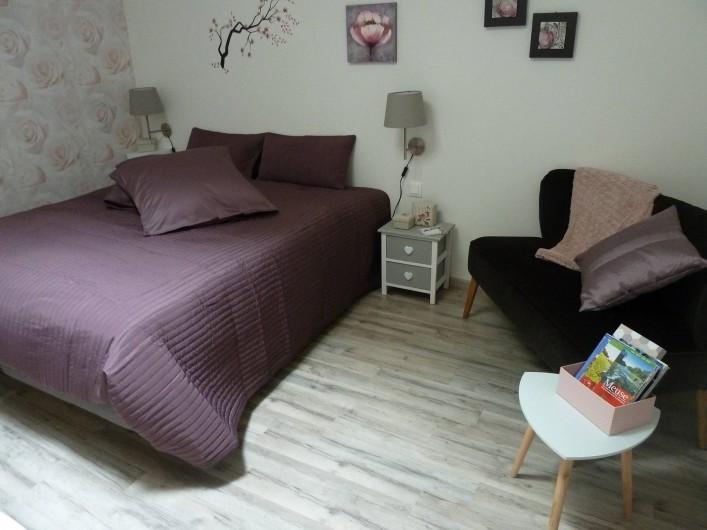 Location de vacances - Chambre d'hôtes à Rouvres-en-Woëvre - L'Atelier des Roses Côté chambre