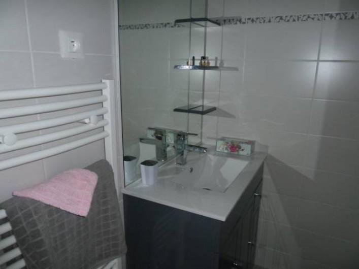 Location de vacances - Chambre d'hôtes à Rouvres-en-Woëvre - L'Atelier des Roses Vue de la salle de bain