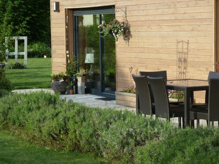 Location de vacances - Chambre d'hôtes à Rouvres-en-Woëvre - Côté terrasse dehors