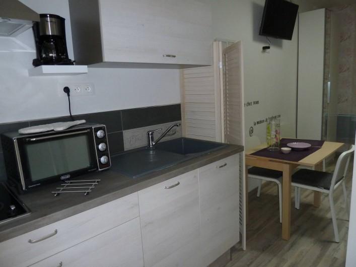 Location de vacances - Chambre d'hôtes à Rouvres-en-Woëvre - L'Atelier des Roses Côté  cuisinette