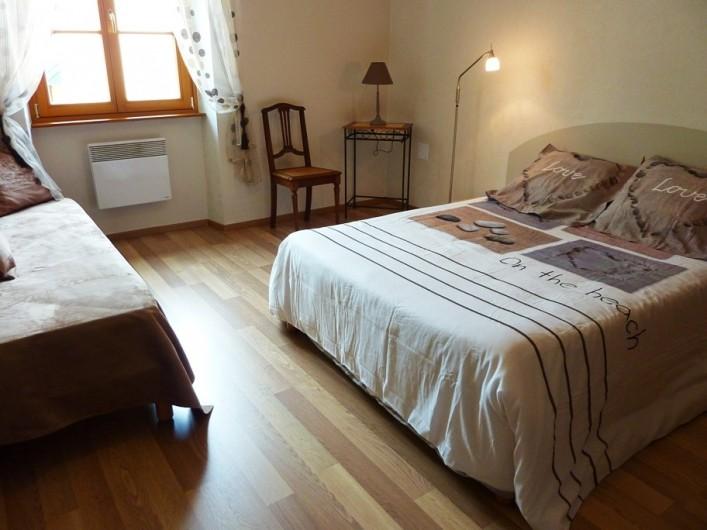 """Location de vacances - Gîte à Orschwiller - """"Clémence"""" Chambre Zen 1 lit 160x200 1 lit 80x200"""