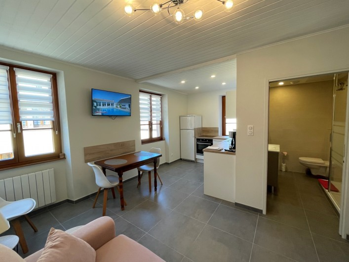 """Location de vacances - Gîte à Orschwiller - """"Clémence"""" Coin Salon 3 fauteuils tv"""