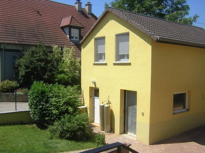 Location de vacances - Appartement à Berrwiller - vue côté entrée