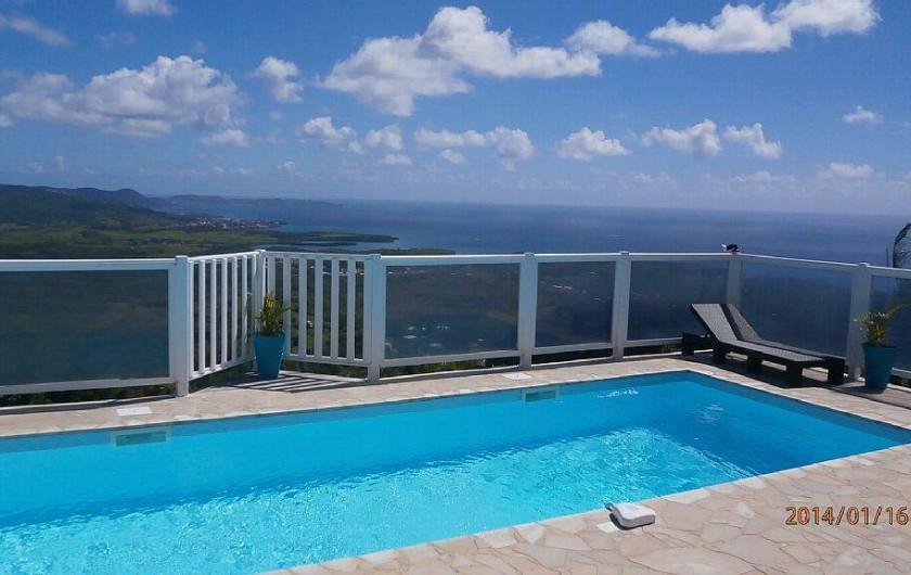 Location de vacances - Villa à Le Diamant - Piscine et vue