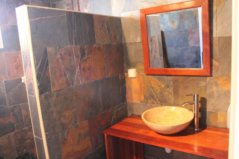 Location de vacances - Chalet à Cilaos - salle de bains