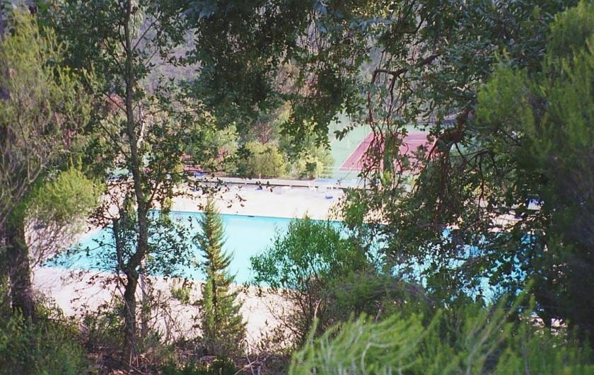 Location de vacances - Studio à Mandelieu-la-Napoule - terrains de tennis et piscine