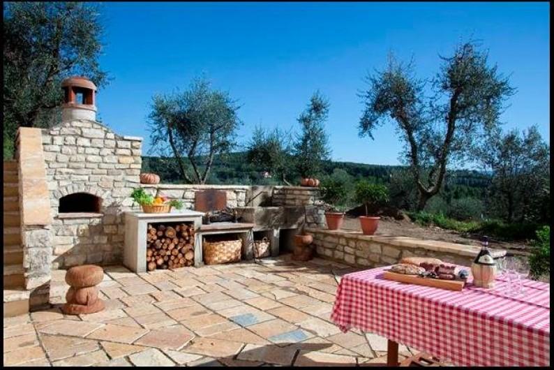 Location de vacances - Villa à San Donato In Collina - PergolaBBQ four a pizza près de la piscine