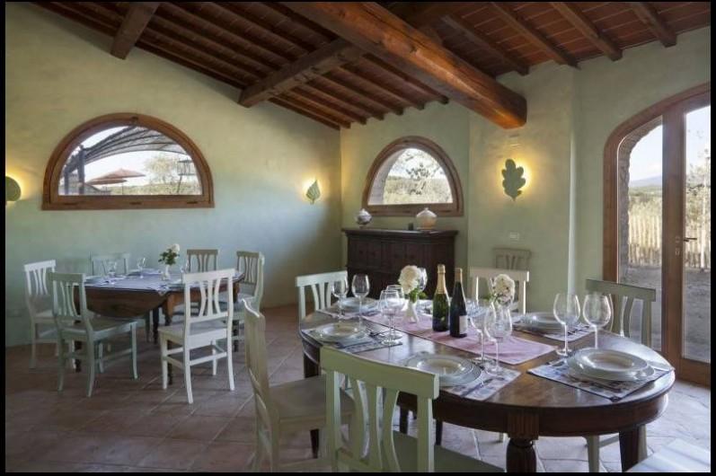 Location de vacances - Villa à San Donato In Collina - Salle a manger niveau jardin