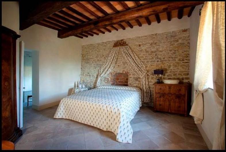 Location de vacances - Villa à San Donato In Collina - Chambre matrimoniale avec salle de bain en suite (baignoire et douche)
