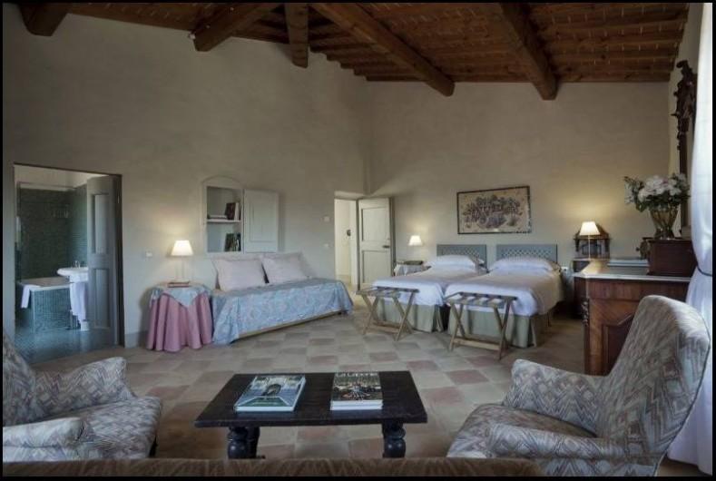 Location de vacances - Villa à San Donato In Collina - Chambre triple avec salle de bain en suite (baignoire et douche)