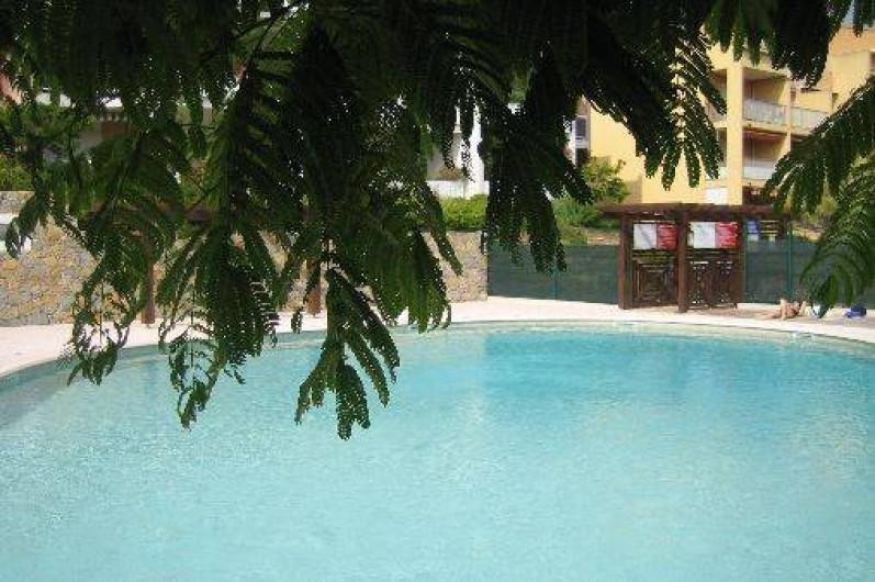 Location de vacances - Appartement à Carqueiranne - piscine