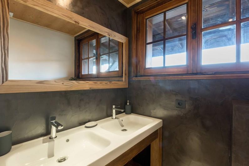 Location de vacances - Appartement à Combloux - salle de bain