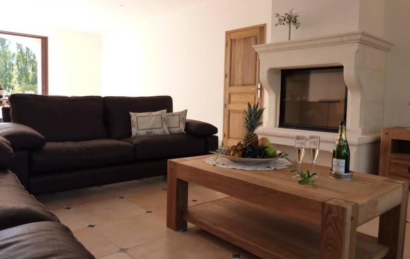 Location de vacances - Villa à Uzès - Fireplace in lounge