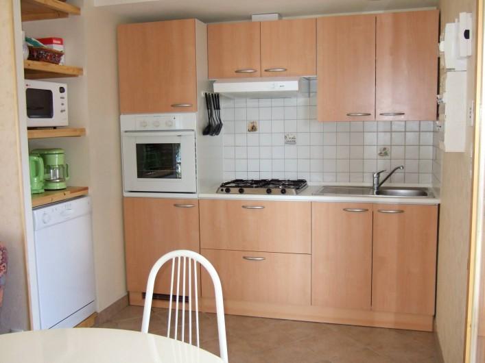 Location de vacances - Appartement à Oz - coté cuisine
