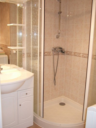 Location de vacances - Appartement à Oz - salle de bain