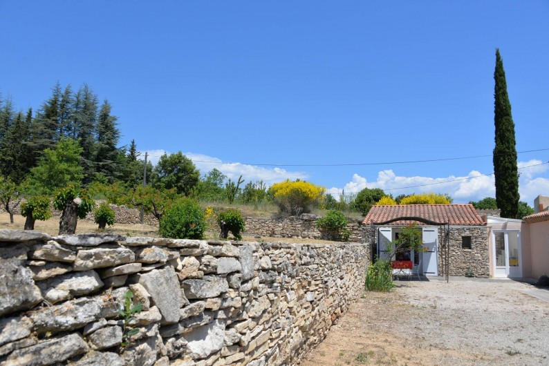 Location de vacances - Chambre d'hôtes à Apt - terrasse ch tournesol et cuisinette attenante