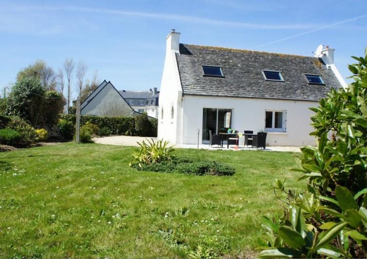 Location de vacances - Maison - Villa à Roscoff - côté jardin avec sa terrasse