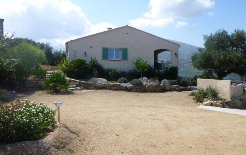 Location de vacances - Villa à Aregno - Parking et entrée