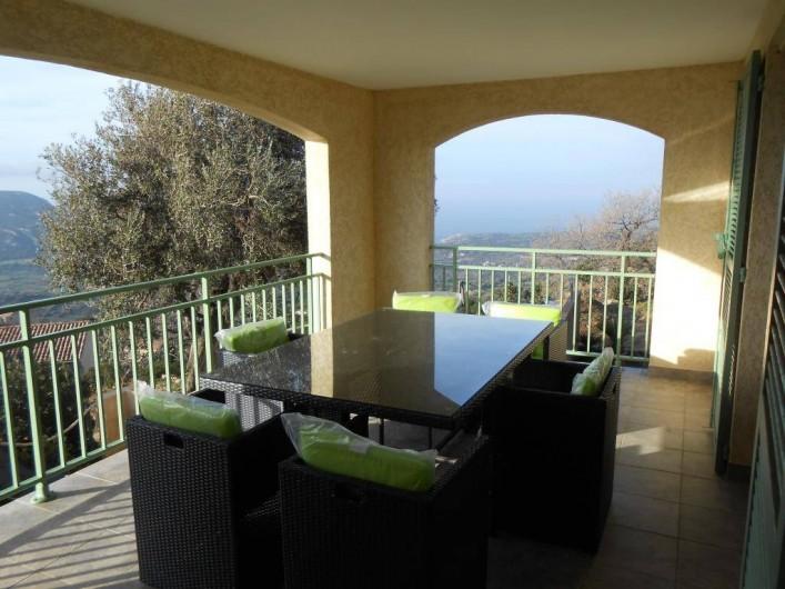 Location de vacances - Villa à Aregno - terrasse couverte