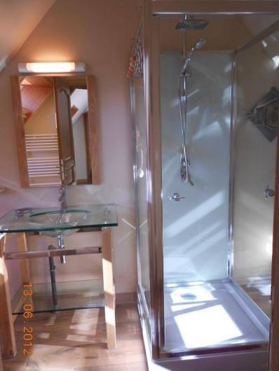 Location de vacances - Gîte à Rodelinghem - salle de bain de la chambre adulte