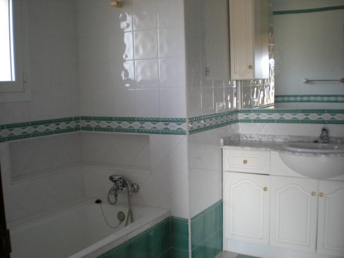 Location de vacances - Villa à Xàbia - salle de bain avec Baignoire ET douche fermée