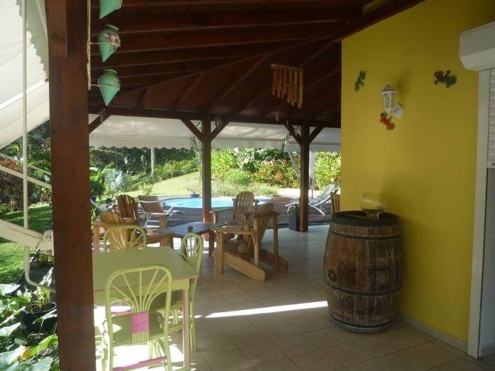 Location de vacances - Chambre d'hôtes à Sainte Rose - Entrée terrasse