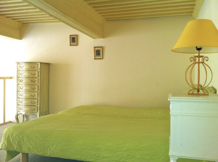 Location de vacances - Studio à Aix-en-Provence - Grand studio de charme de 35 m2 en duplex avec plafond à la française.