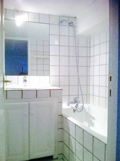 Location de vacances - Studio à Aix-en-Provence - Salle de bain avec baignoire et Wc séparés