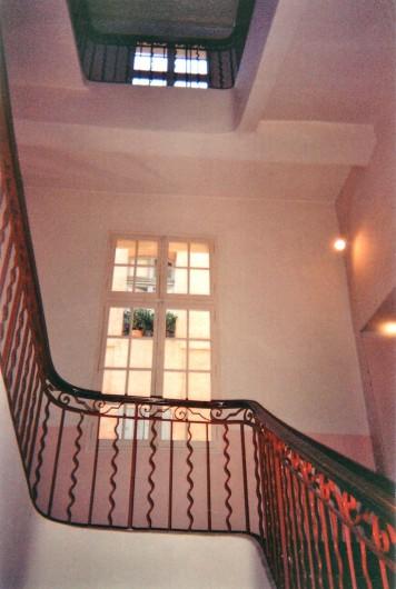 Location de vacances - Studio à Aix-en-Provence - Au premier étage avec ascenseur dans Hôtel Particulier Aixois sécurisé.