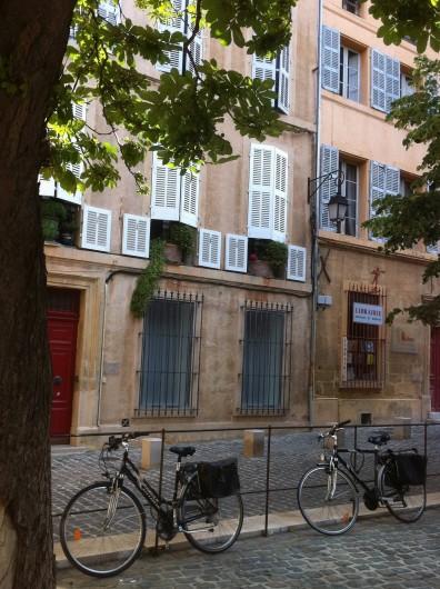 Location de vacances - Studio à Aix-en-Provence - A proximité station de bus, taxis, gare routière et gare Sncf.