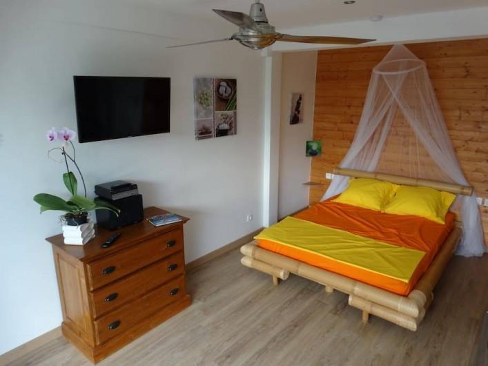 Location de vacances - Studio à Vincendo - Lit avec moustiquaire