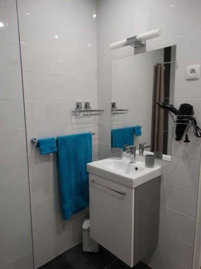 Location de vacances - Studio à Vincendo - Sèche cheveux, serviettes sont à votre disposition