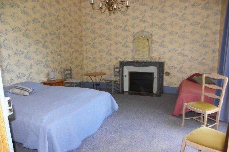 Location de vacances - Château - Manoir à Ourouer-les-Bourdelins - chambre dortoir 3 lits avec lit jumeau