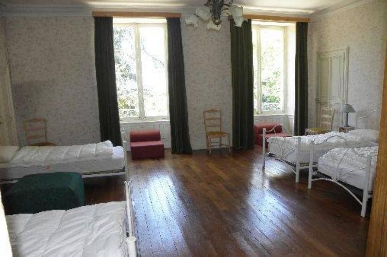 Location de vacances - Château - Manoir à Ourouer-les-Bourdelins - Chambre dortoir 4 lits et 3 chauffeuses