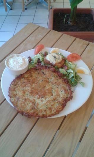 Location de vacances - Chalet à Riotord - Râpée de pommes de terre, accompagnée ici d'une salade de chèvre chaud.