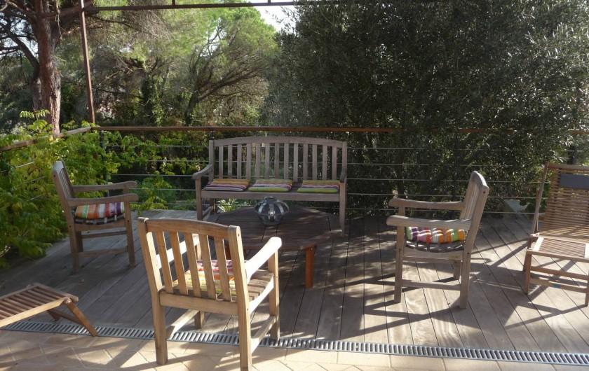 Location de vacances - Villa à Fréjus - terrasse avec pergola