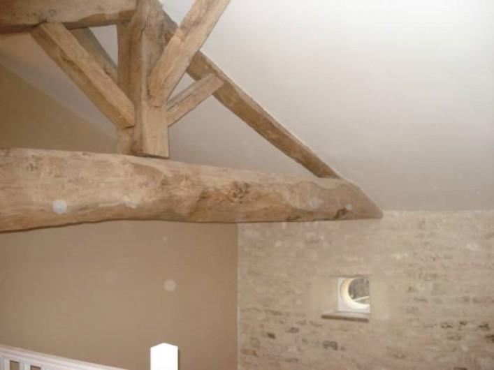 Location de vacances - Gîte à Neuvicq-le-Château - poutres apparentes et moellons charentais