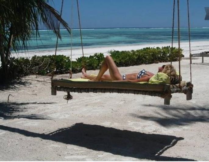 Location de vacances - Villa à Zanzibar - Hamac Zanzibari depuis notre plage privée avec la lagune au fond.