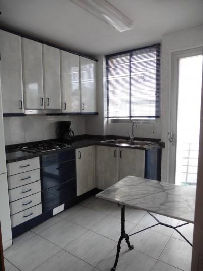 Location de vacances - Appartement à L'Estartit - la cuisine avec son balcon
