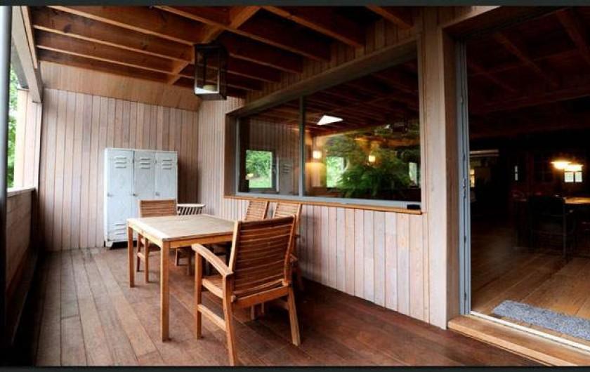 Location de vacances - Gîte à Waulsort - La terrasse couverte
