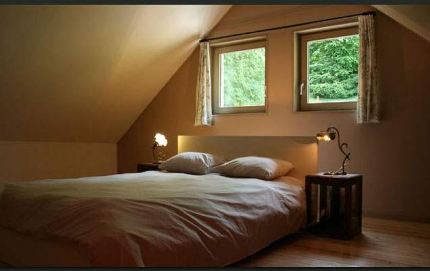 Location de vacances - Gîte à Waulsort - Chambre du premier avec un lit 2 personnes et un lit une personne