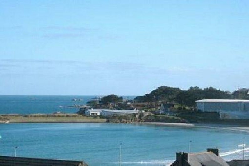 Location de vacances - Appartement à Trévou-Tréguignec - Vue mer depuis le séjour