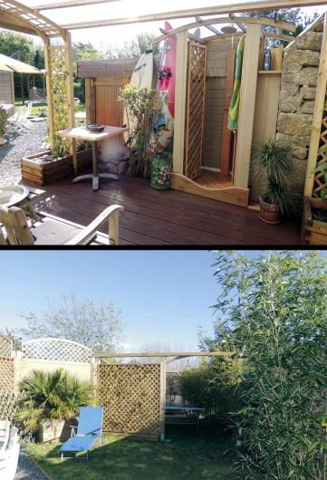 Location de vacances - Gîte à Saint-Jean-Trolimon - Pergola avec terrasse couverte et douche extérieure…