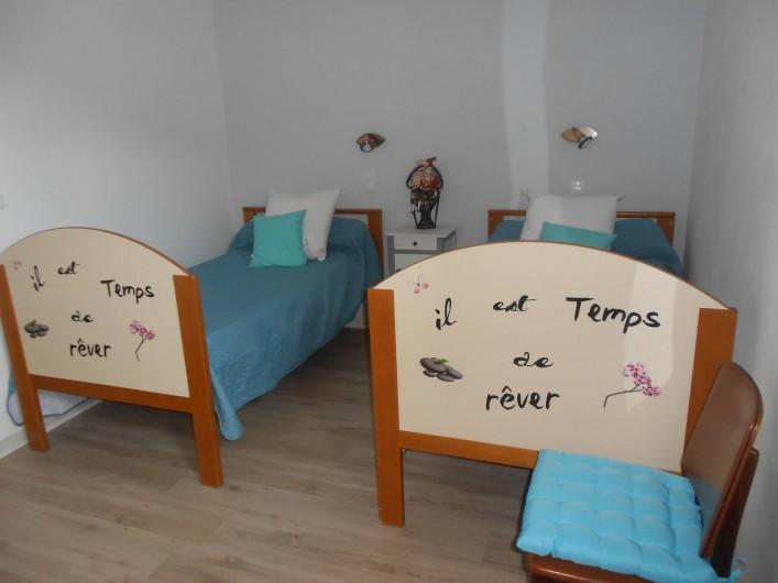 Location de vacances - Gîte à Vals-les-Bains - Chambre avec deux lits en 90 dans maison de caractère