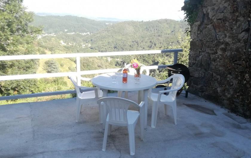 Location de vacances - Gîte à Vals-les-Bains - terrasse panoramique / mont Ventoux/ Massif du  Coiron/ Cité thermale