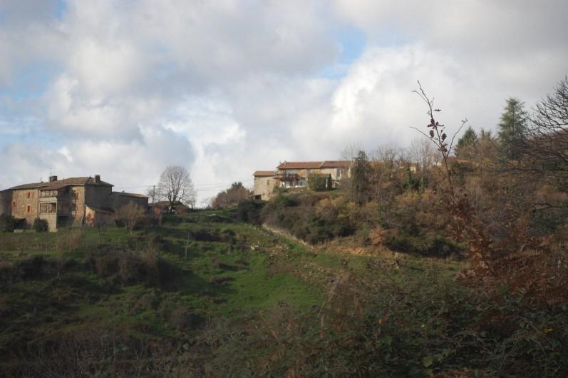 Location de vacances - Gîte à Vals-les-Bains - La vue sur les villages environnants/maison de caractère/calme/tranquillité